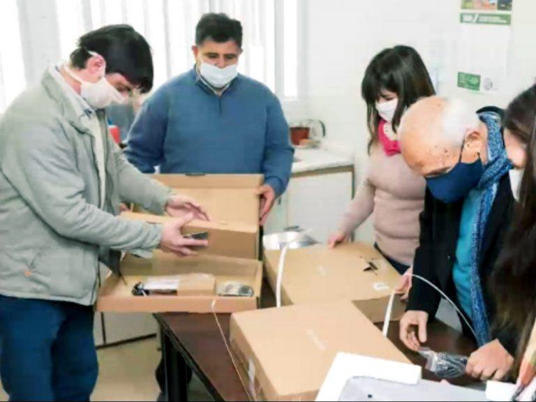Visita de autoridades provinciales al Hospital de Helvecia